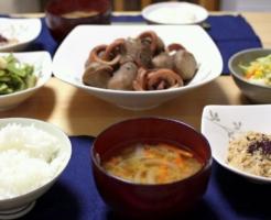 ごはんに合う、イカと里芋の煮っころがし。