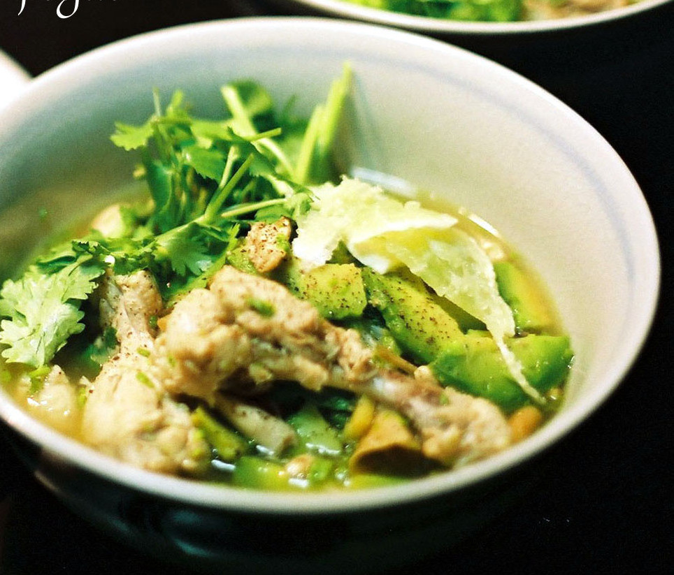 簡単ベトナム麺!アボカドと鶏肉のフォー。