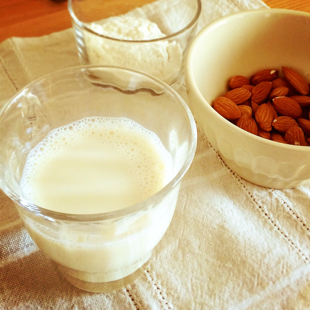 手作りアーモンドミルク