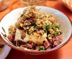 ピリ辛豆腐のっけ丼