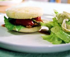 豚肉を牛肉に代えれば、ハンバーガーのビーフパテに変身します。