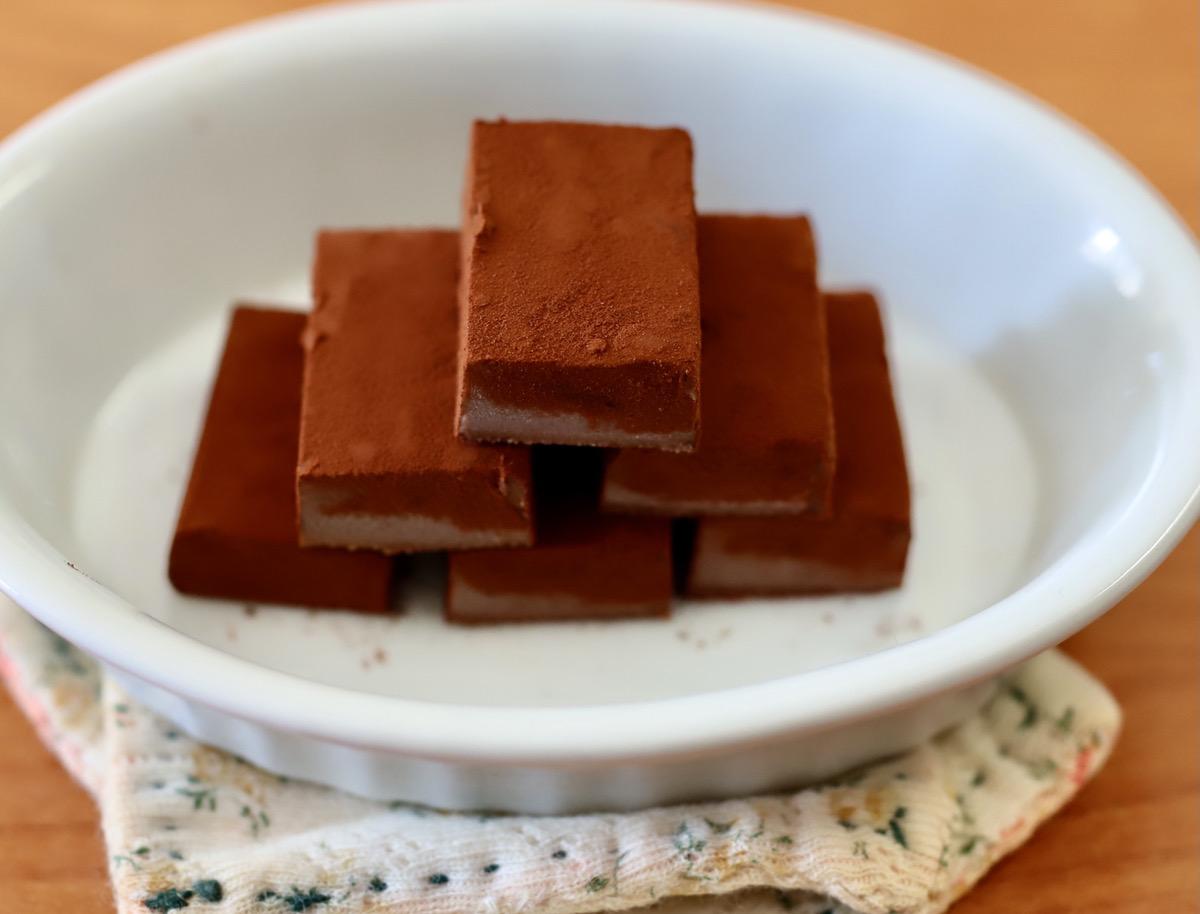 ラム酒をシャンパンに変えたり、コーヒー味にしたり、豆乳を増やしたり、チョコレートの種類によっても味や硬さを変えられます。