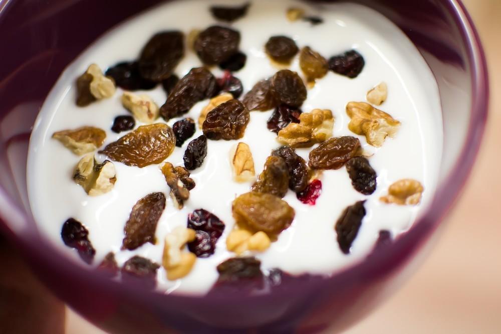 【おすすめの食べ方】 ヨーグルトに刻んだドライフルーツを混ぜて一晩冷蔵庫に。(ドライマンゴーやプルーンなどおすすめ!)